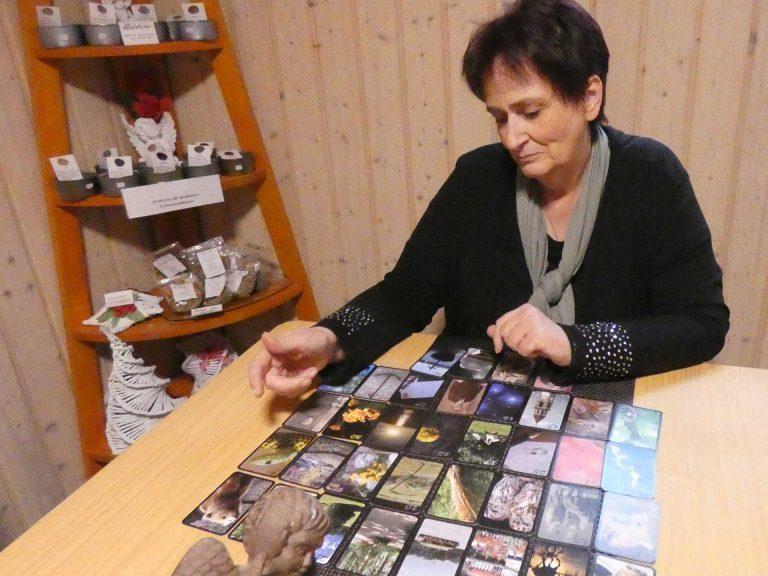 Ich-beim-Kartenlegen